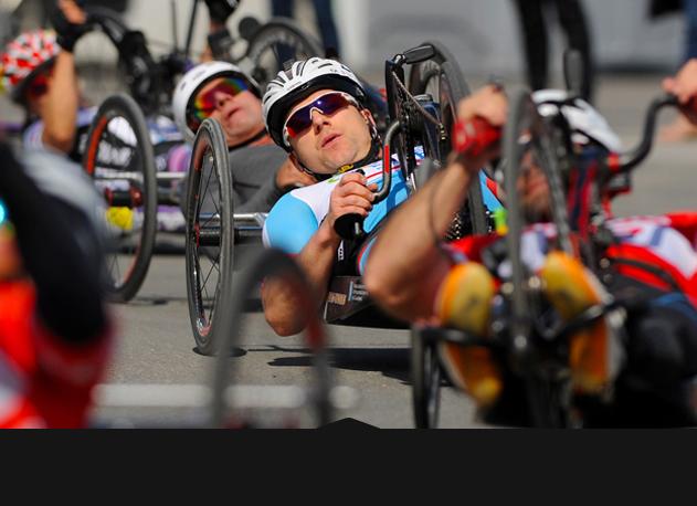 personne faisant du paracyclisme