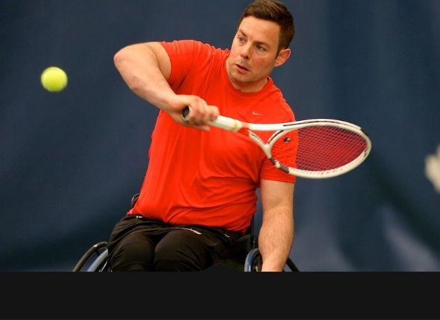 joueur de tennis en fauteuil roulant